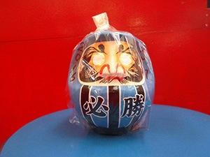 2.小田切商店:必勝だるま 1,300円(税込)