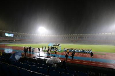 雨天の等々力陸上競技場でのイベント展開