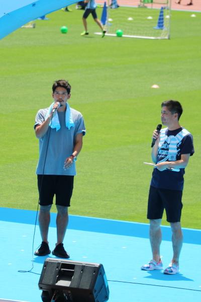 井川祐輔選手の挨拶と、司会の中西哲生さん