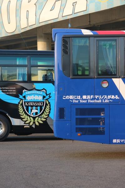 両チームのバス