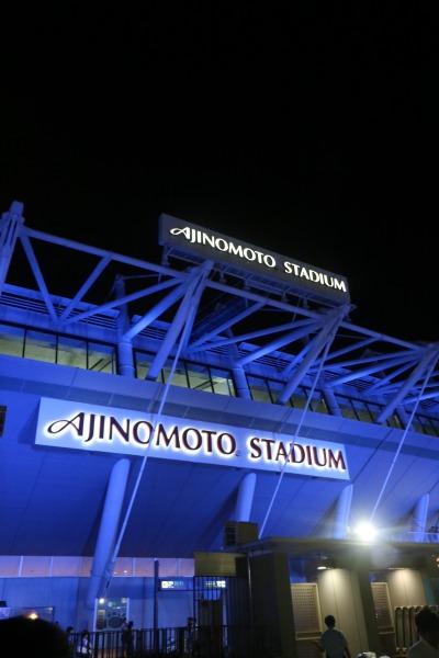 試合後、ライトアップされた味の素スタジアム