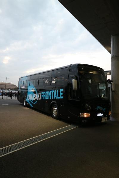 川崎フロンターレの選手送迎バス
