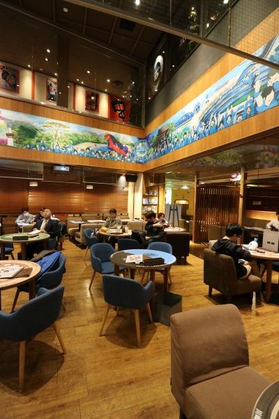 公式カフェの内装