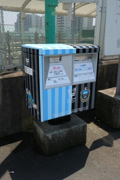 新川崎駅前のフロンターレポスト