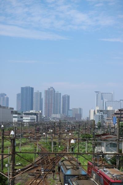 新川崎駅前から見た武蔵小杉の高層ビル群