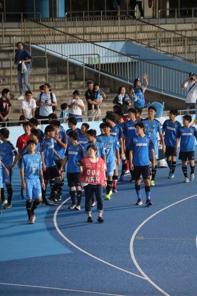 勝利した川崎フロンターレU-18の選手たち