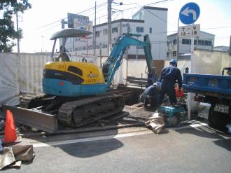 府中街道沿いの廃墟と解体工事