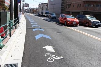 府中街道の自転車専用レーン