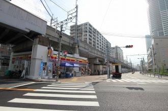 中原区役所と「デイリーヤマザキ川崎中原区役所前店」