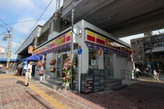 オープン日の「デイリーヤマザキ川崎中原区役所前店」