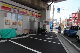 「デイリーヤマザキ川崎中原区役所前店」の駐車場
