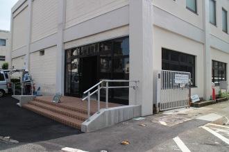 「セブンイレブン川崎中原区役所前店」の入口