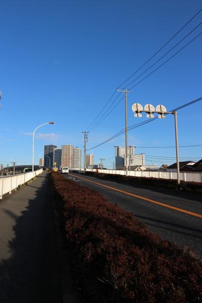 市ノ坪跨線橋の上り坂