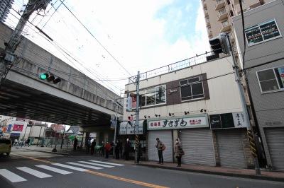 府中街道の「すきずき」が入居するビル