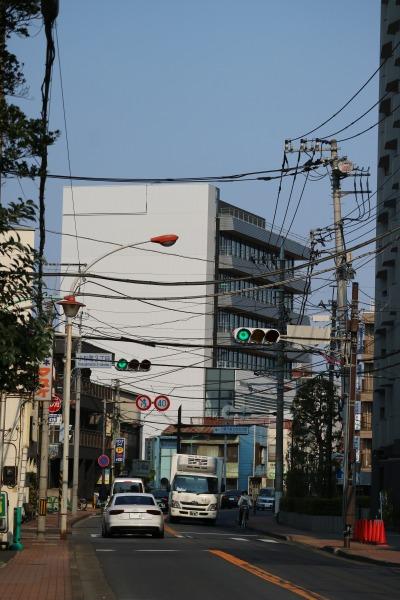 「川崎市医師会館」と府中街道