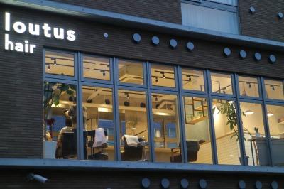 2階の美容室「Loutus hair」