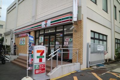 府中街道沿いの「セブンイレブン川崎中原区役所前店」