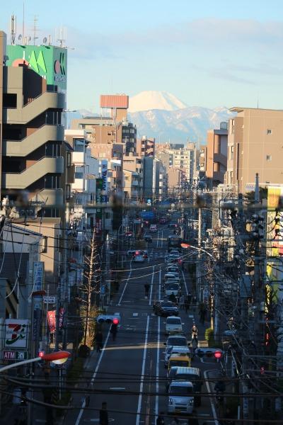 富士山に向かって真っすぐ延びる中原街道
