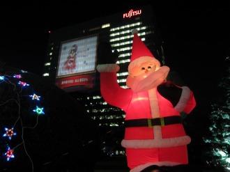 サンタクロースと富士通川崎工場本館