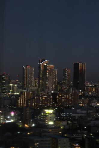 日没直前の本館20階から見た武蔵小杉の高層ビル
