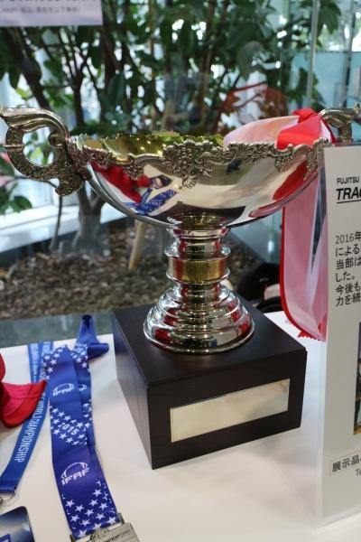 富士通陸上競技部のトロフィー