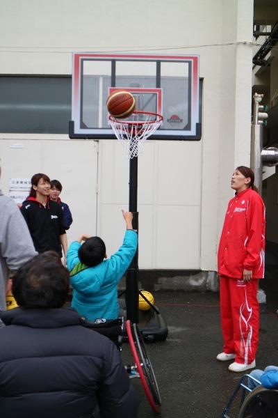 富士通レッドウェーブによる車椅子バスケットボール体験