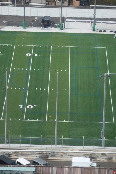 「フロンティアーズフィールド」に引かれたサッカーのペナルティエリア