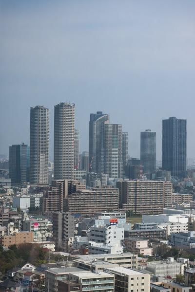 本館ビル20階展望フロアから見た武蔵小杉の高層ビル