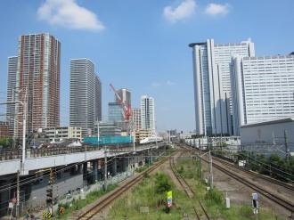 歩道橋から見る新駅方面