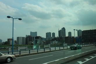 丸子橋を渡る「玉11系統」