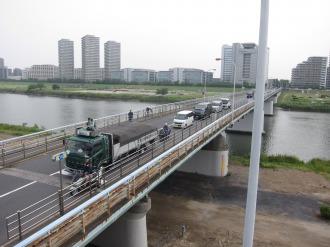ほぼ同じアングルの、ガス橋とキヤノン本社