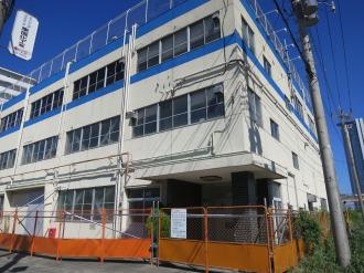 北側に残されたケーヒン川崎工場の建物