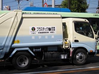 プラスチック容器のごみ収集車
