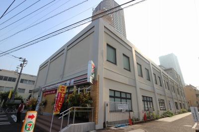 同時期にオープンした大型店舗「セブンイレブン川崎中原区役所前店」