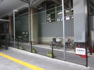 横須賀線武蔵小杉駅駐輪場南側のプランター