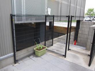 横須賀線武蔵小杉駅駐輪場北側のプランター