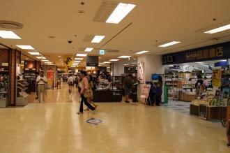 横浜そごう7階の「ロフト」「紀伊國屋書店」