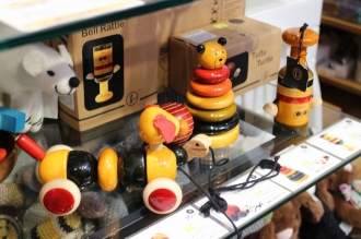 インポートの木製玩具なども