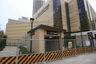 地下駐輪場の出入口(府中街道側)