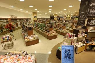 「紀伊國屋書店」