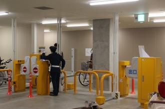 地下駐輪場のゲート