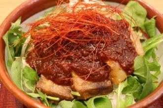 「霧島黒豚のコク旨味噌丼」