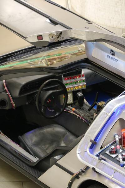 デロリアンの運転席