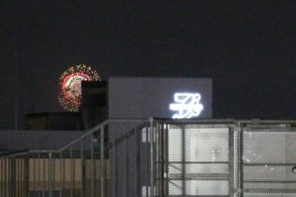 武蔵小杉東急スクエア5階からの神奈川新聞花火大会