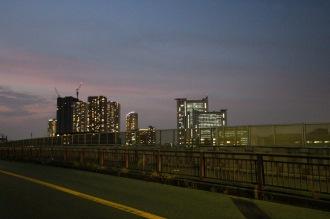 「御幸跨線橋」から見る武蔵小杉の高層ビル群