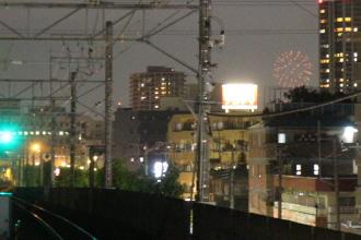 武蔵新城駅ホームから見えた「世田谷区たまがわ花火大会」