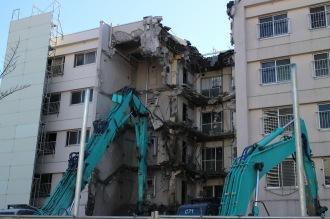 一部解体中の関東労災病院職員宿舎
