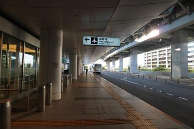 国際線ターミナルのバス停