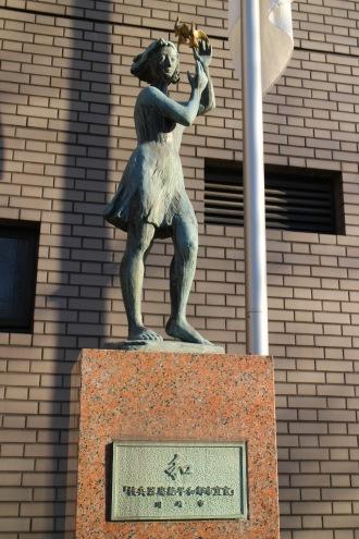 川崎市平和館前の「和」