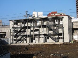 3階建てのプレハブ